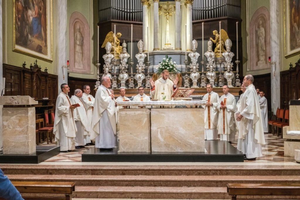altare-sacerdoti-brugherio